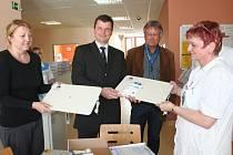 Nemocnice dostala pět monitorů dechu novorozenců.