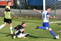 Osečtí fotbalisté utrpěli doma debakl s Hlubokou 1:5.