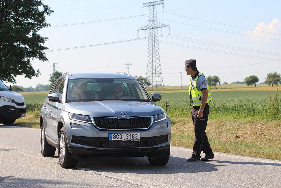 Tragická nehoda se stala dnes 19. června 2019 ráno u Libějovic na Vodňansku. Řidič kamionu z dosud neznámých příčin havaroval a v kamionu uhořel.