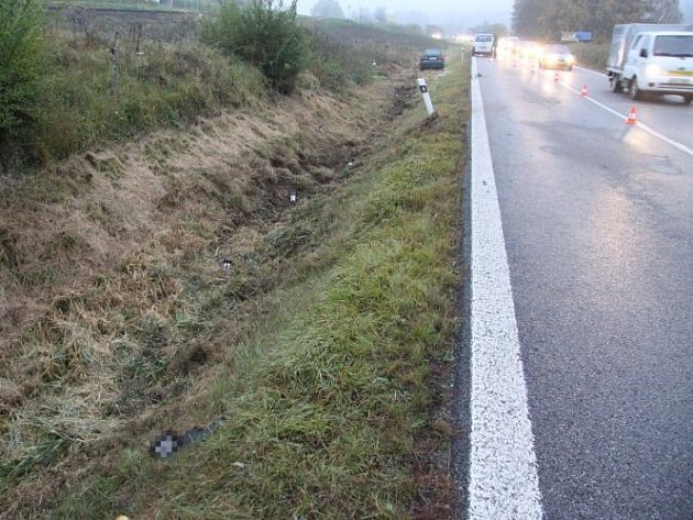 Řidič vozu jedoucí 19. října 2012 nad ránem od Strakonic na Volyni se střetl s chodcem. Ten na místě zemřel.