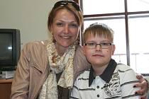 Kryštof Kalina s maminkou Martinou.
