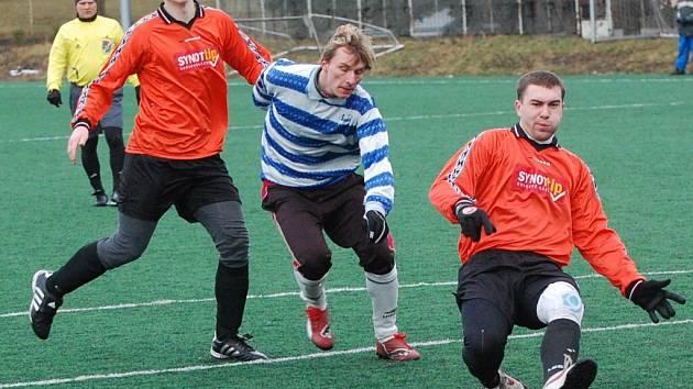 Katovičtí (oranžové dresy) podruhé za sebou na Dudák Cupu prohráli, s Horažďovicemi prohráli 0:2.