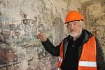Rekonstrukce strakonického muzea odkryla malby a oltářní desky.