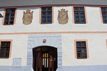 Upravené a zrekonstruované prostory Panského domu na bavorovském náměstí jsou připravené pro provozování restaurace nebo kavárny.