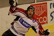 Další dvě výhry! Hokejisté Strakonic vyhráli v 5. kole doma s Hlubokou 3:1, v neděli uspěli v Českém Krumlově - zvítězili 2:1. Po šesti zápasech mají šest výher a jasně vedou tabulku.