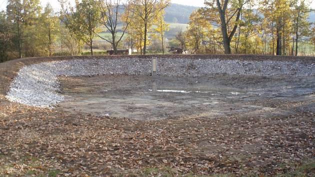 Dešťovou vodu zadrží opravená retenční nádrž.