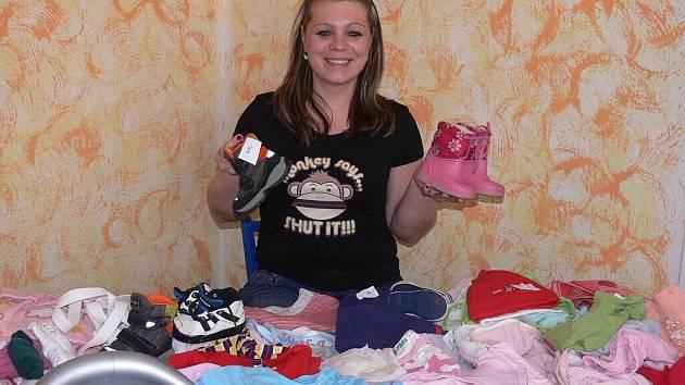 Kateřina Petrášková prodávala obnošené oblečení od 10 do 15 hodin v prostorách sousedících s mateřským centrem Beruška