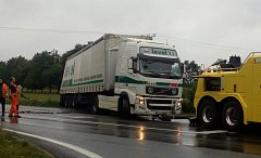 Nehoda kamionu u Přešťovic zablokovala dopravu na silnici I/4.