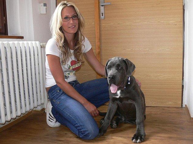 Monika Matulková a nalezený pes Alex.