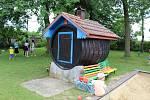 Mateřská školka v Čejeticích prošla za padesát let obrovskou změnou. Památný je ale místní zahradní domek, na který vzpomínají generace dětí.