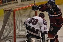 Hokejisté Strakonic zakončili základní část krajské ligy vítězstvím nad Hlubokou 10:6.