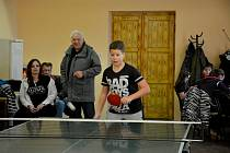 Číčenice - Na druhý svátek vánoční se sešly v sále Hotelu U Polívků celé rodiny, aby se utkaly letos již v desátém ročníku Vánočního turnaje ve stolním tenisu.