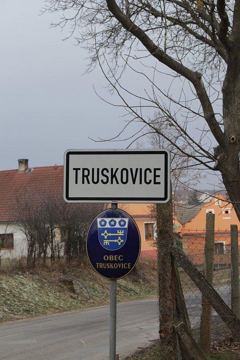 V katastru obce Truskovice na Vodňansku se měla podle místních odehrát vražda. Policisté s ohledem na vyšetřování zatím nechtějí informaci potvrdit.