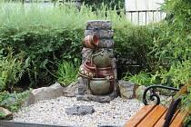 Vodňany 16. srpna- Novou fontánu z grantu pořídili do  areálu Domu pro seniory ve Vodňanech.