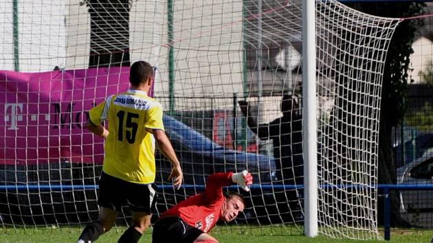Strakonice (v modrém) doma podlehly Domažlicím 0:2.