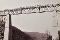 Železniční most přes Vltavu mez stanicemi Vlastec - Červená nad Vltavou.