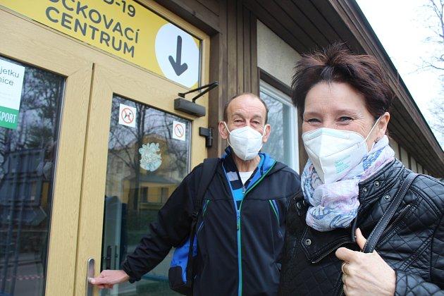 Stovky učitelů zamířily vúterý 2.března do Očkovacího centra ve Strakonicích.
