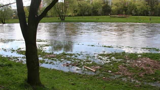 Hladina řeky Otavy se zvedla.