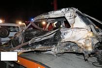 Ve čtvrtek večer se stala u Dolního Poříčí na Strakonicku tragická dopravní nehoda, při které zemřel řidič osobního vozidla tovární značky VW Golf.  Foto: Policie ČR