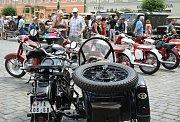 Náměstí ve Vodňanech se po roce opět zaplnilo sběrateli historických automobilů a jejich obdivovatelů.