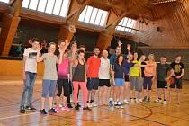 Sobotní dopoledne 21. dubna ve Vodňanech patřilo příznivcům  badmintonu. Od devíti hodin ráno do 13 hodin odpoledne se ve sportovní hale konal turnaj neregistrovaných hráčů.
