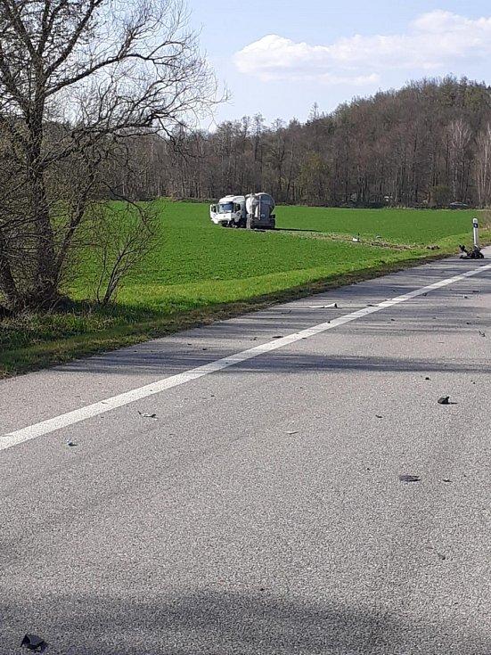 Střet osobního auta s cisternou u Vodňan.