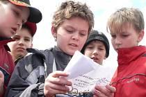 Děti podnikly cestu za pokladem Hanse Christiana Andersena.