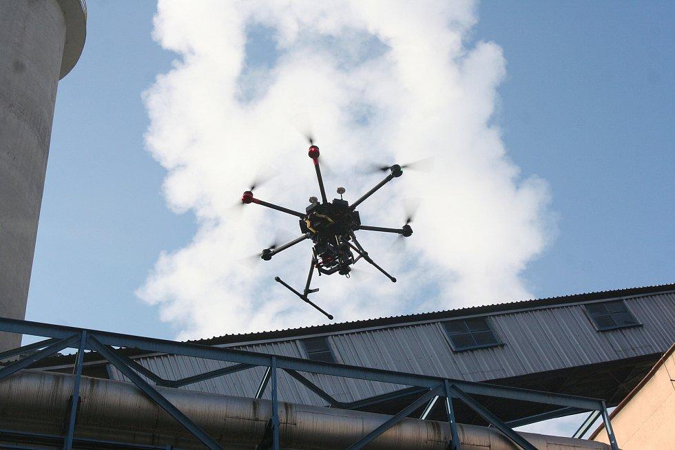 Na začátku roku 2017 si strakonická teplárna pořídila dron.
