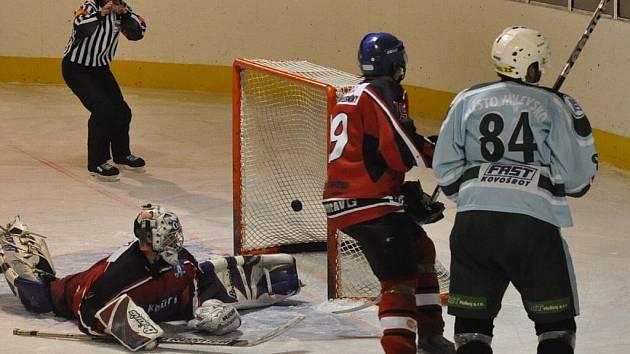 Strakoničtí hokejisté podlehli Milevsku 2010 0:4.