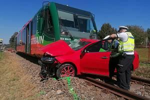 Srážka auta s osobním vlakem v Přechovicích u Volyně na Strakonicku. Došlo k ní 9. září 2021.