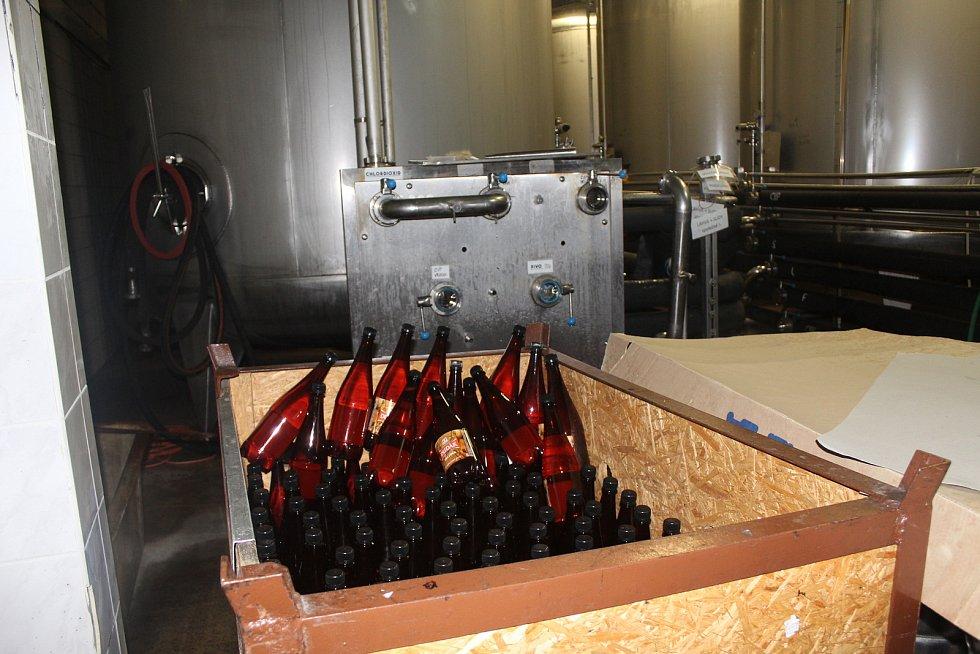Prodeje nefiltrovaného piva Sklepák v PET lahvích i skleněných zálohovaných lahvích s patentním uzávěrem během zimních měsíců s uzavřenými restaurace také mírně narostly.