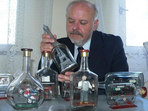 Emanuel Hoda se svými dílky