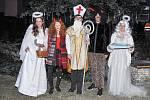 Nemocnice Strakonice rozsvítila ve středu 5. prosince vánoční strom v aromatické zahradě za tónů koled v podání strakonických trubačů.