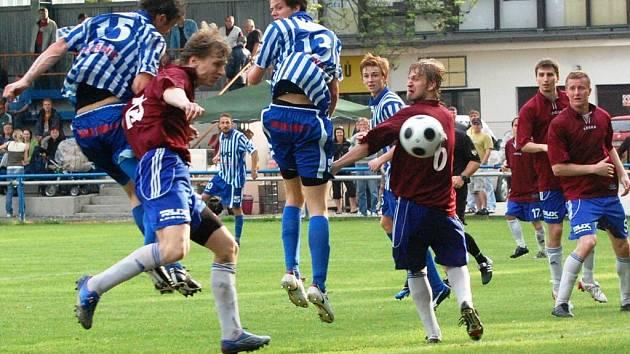 Strakoničtí fotbalisté si připsali cenný skalp, vedoucí Morotlet doma v neděli porazili 2:0. Soupeři tak připravili první jarní porážku.
