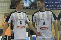 Tomáši Pekovi (vpravo) utkání proti Talentu Plzeň B vyšlo, dal sedm gólů. Vlevo je Adam Nejdl, autor jedné trefy.