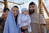 Na živý betlém se letos přijelo podívat více než 300 lidí. Přiletěl i anděl a Marie s Josefem měli v jesličkách živého Ježíška.