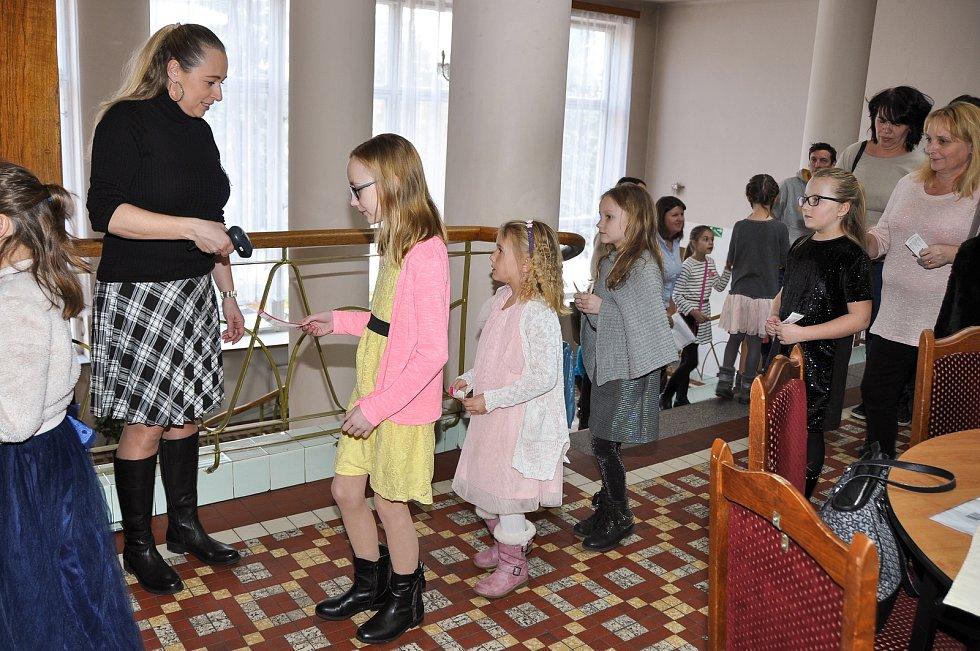 Pohádka s písničkami na motivy Boženy Němcové přilákala děti i rodiče v neděli 10. února do Domu kultury ve Strakonicích.