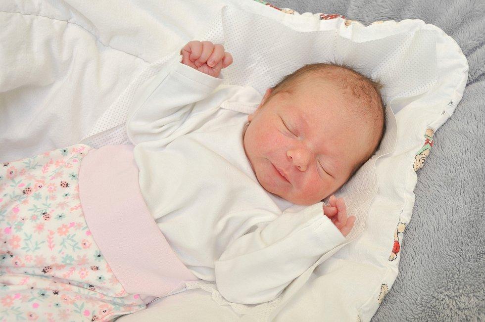 Mia Kopačková z Nezamyslic. Mia se narodila 10. 1. 2020 v 10.19 hodin a její porodní váha byla 2 810 gramů. Holčička bude vyrůstat společně s třináctiletou Denisou.