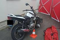Tragický střet motocyklisty s osobním autem v Újezdu u Vodňan.
