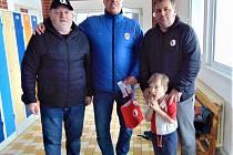 Strakonický odbor přátel Slavie Praha popřál svému kamarádovi a trenérovi strakonického basketbalu Milanu Jandovi k šedesátce.