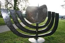 Pomník je uctěním památky obětí holokaustu.