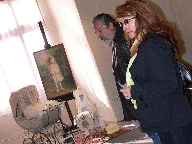 V Muzeu středního Pootaví ve Strakonicích je od 11. září k vidění výstava historických kočárků ze sbírky Miloslavy Šormové z Roztok, která je sbírá, ale také opravuje, od 80. let minulého století. Výstava potrvá do 21. listopadu.