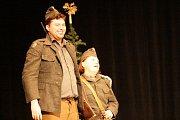 Vodňany – S divadelním představením Kouzlo Tiché noci ukončil ochotnický divadelní soubor Prácheňská scéna letošní vodňanské adventní trhy.