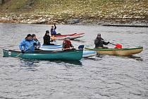Na Křemelce u jezu ve Strakonicích odplulo v sobotu 5. ledna sedm lodí na zimní projížďku po řece Otavě do Štěkně.
