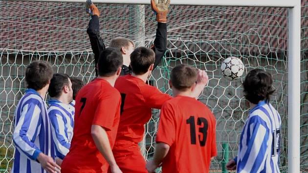 Chelčice (v červeném) v derby porazily Bavorov 5:3.