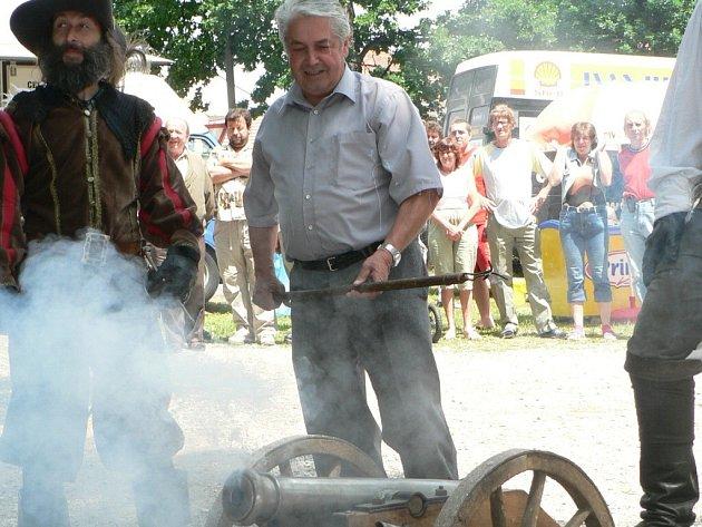 V sobotu ve 13 hodin zaduní Podskalím výstřel z historického kanonu a zahájí tak tradiční Pivovarskou pouť. Na snímku je sládek Měšťanského pivovaru Strakonice, a.s., Jindřich Vondřička.