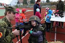Vojáci ze Strakonic navštívili mateřské školy.