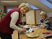 V sobotu byla nálada u volební komise ve Skočicích na Vodňasku výborná. V pátek zde  odvolilo 80 procent voličů.