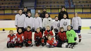 Příměstský hokejový tábor si děti užívají plnými doušky