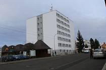 Nové městské byty vznikly v Blatné přestavbou bývalé ubytovny společnosti Tesla.